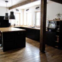 Isetehtud köök